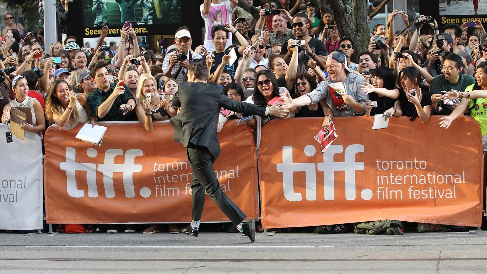 "Joseph Gordon-Levitt runs to fans with special high fives at the ""Don Jon"" premiere"