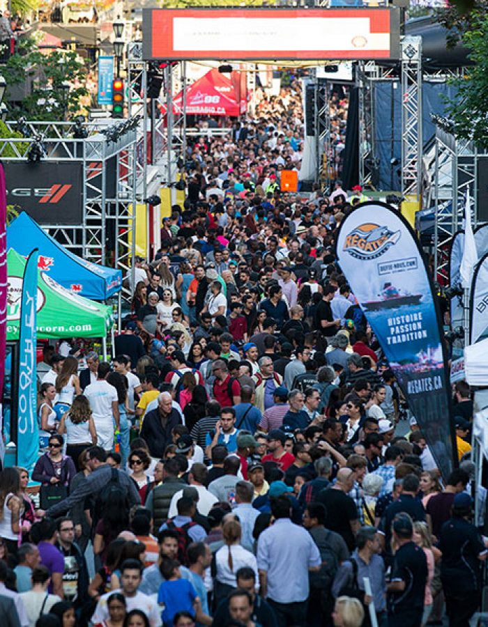 Crowd at the Crescent Street Grand Prix F1