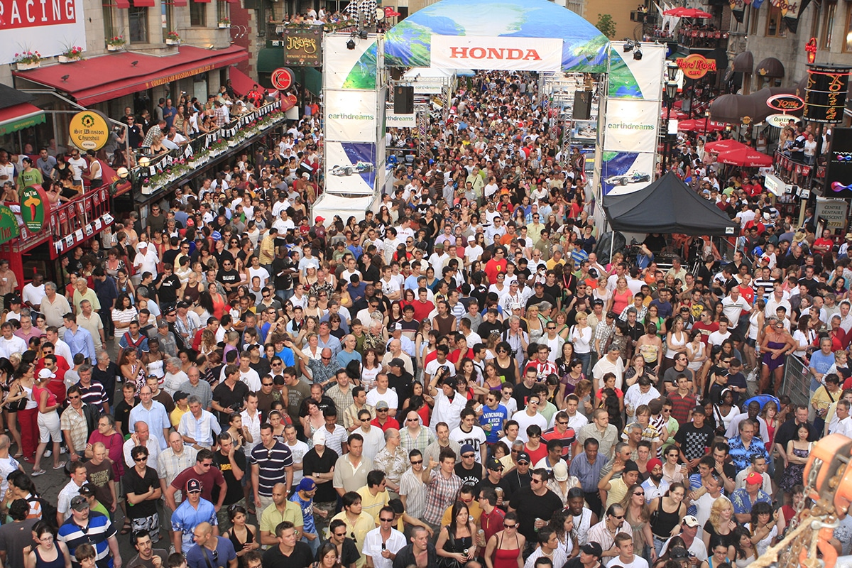 Crowd at the Crescent Street Grand Prix F1