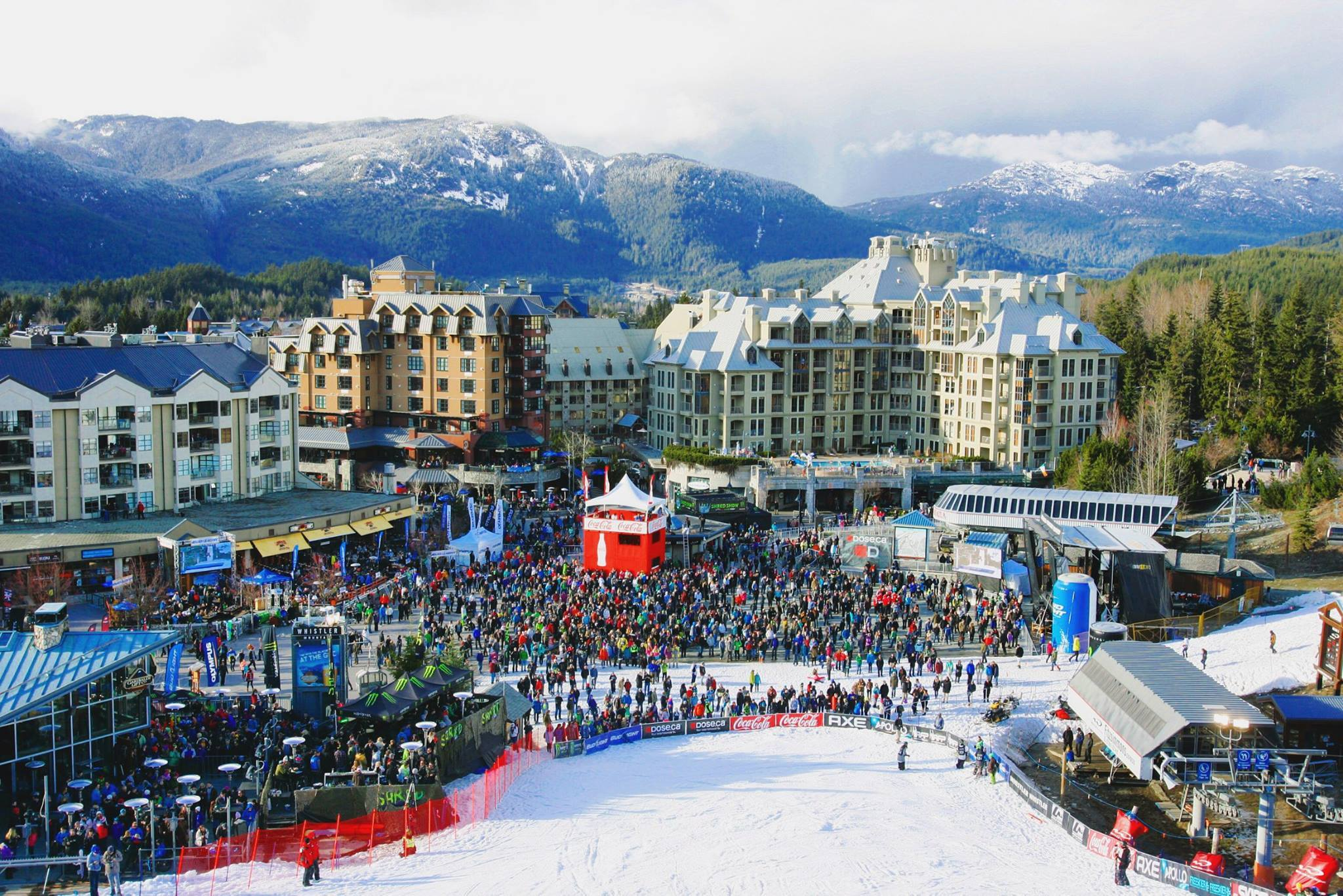 Crowd at the World SKi and Snowboard Festival